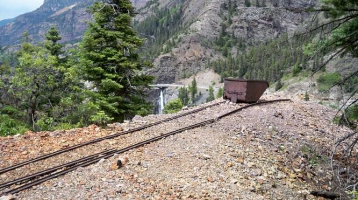 Hiking Neosho Mine Trail in Ouray