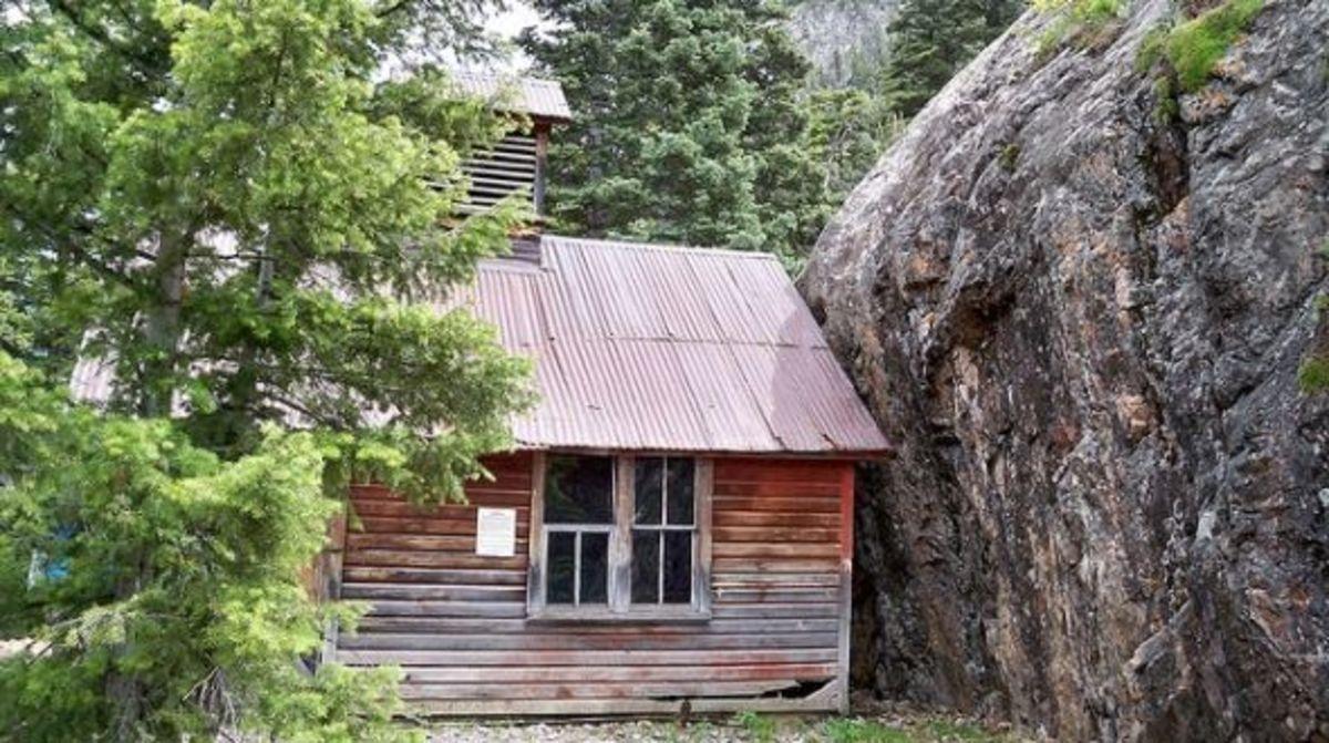 Hiking Neosha Mine Trail in Ouray