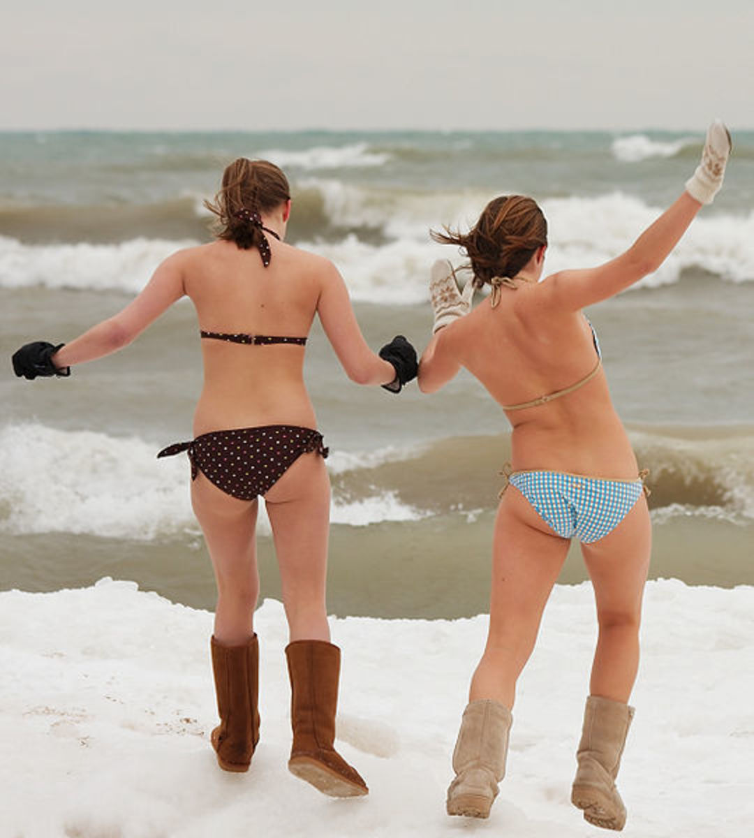 butt-naked-ice-swimming
