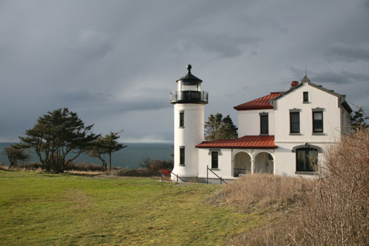 Historial Admiralty Head Lighthouse is within walking distance from Ft. Casey State Park
