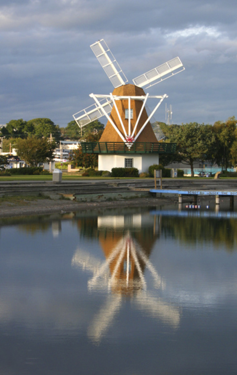 Windmill at Windjammer Park with reflection on the swimming lagoon