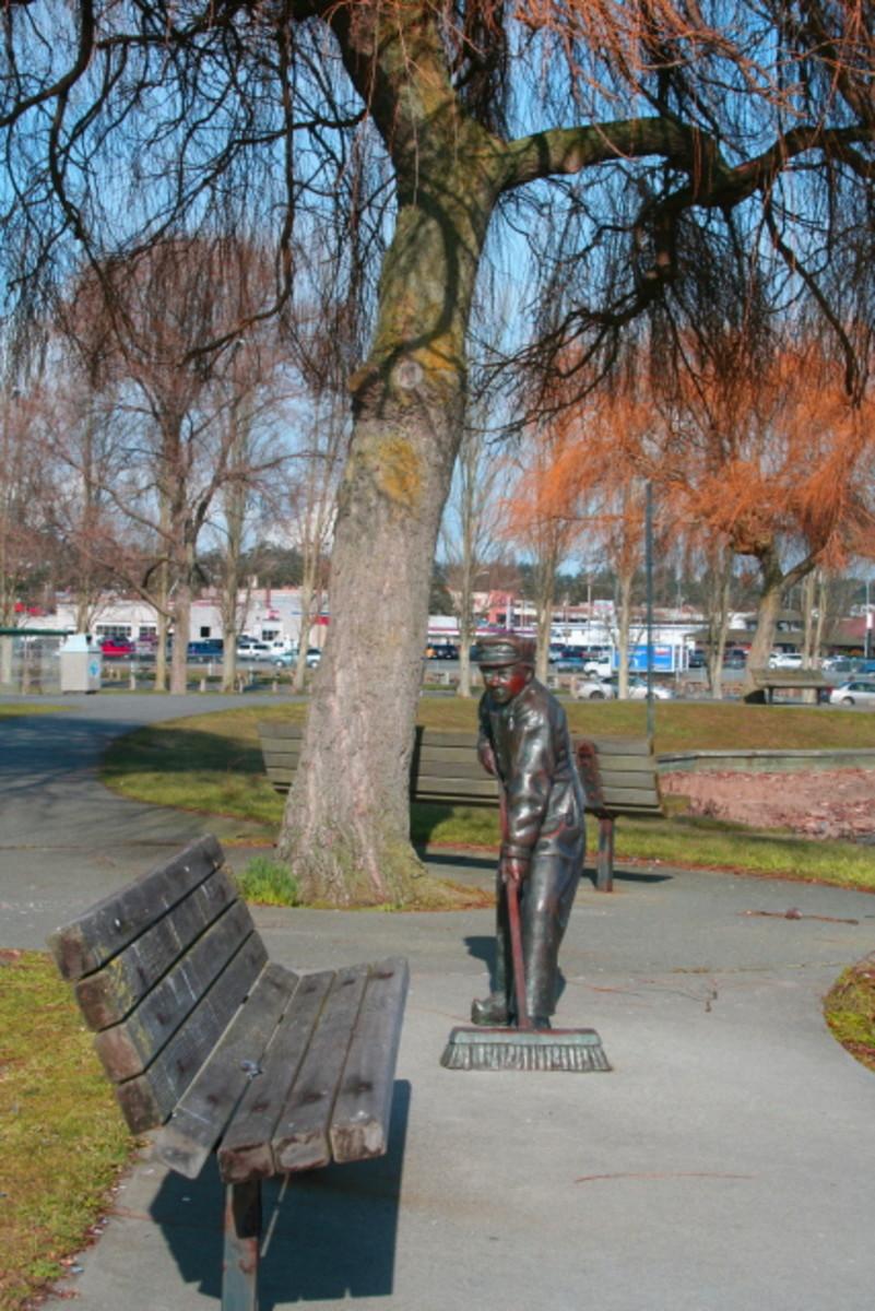 Dutch boy statue at City Beach Oak Harbor