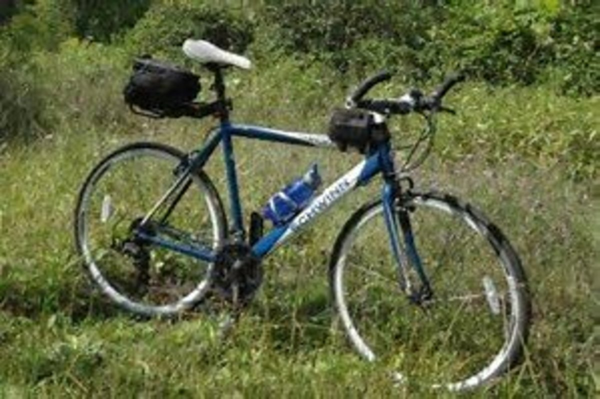 A great looking bike, showing how bar ends are useful not on mountain bikes, but also on touring bikes, giving you a good alternative riding position.