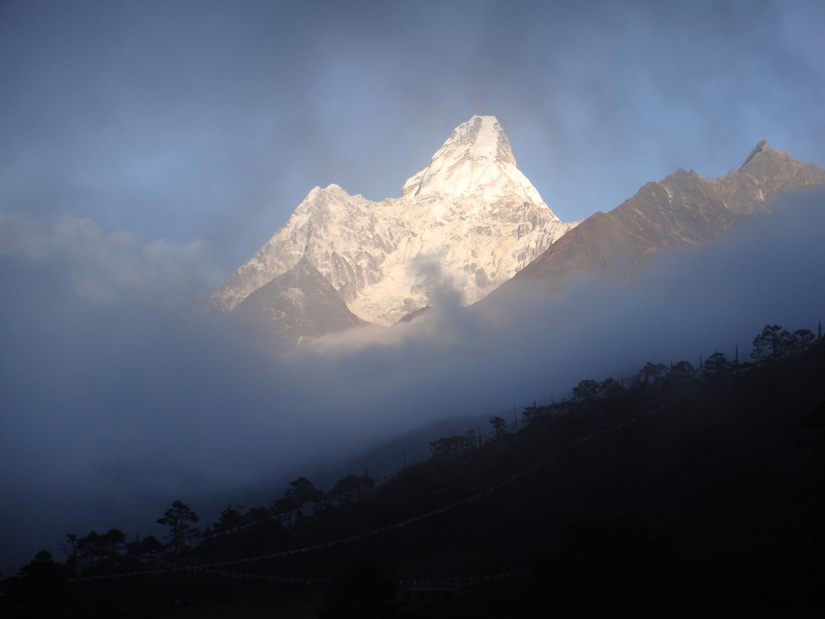 The gorgeous glowing peaks of Lhotse and Nuptse