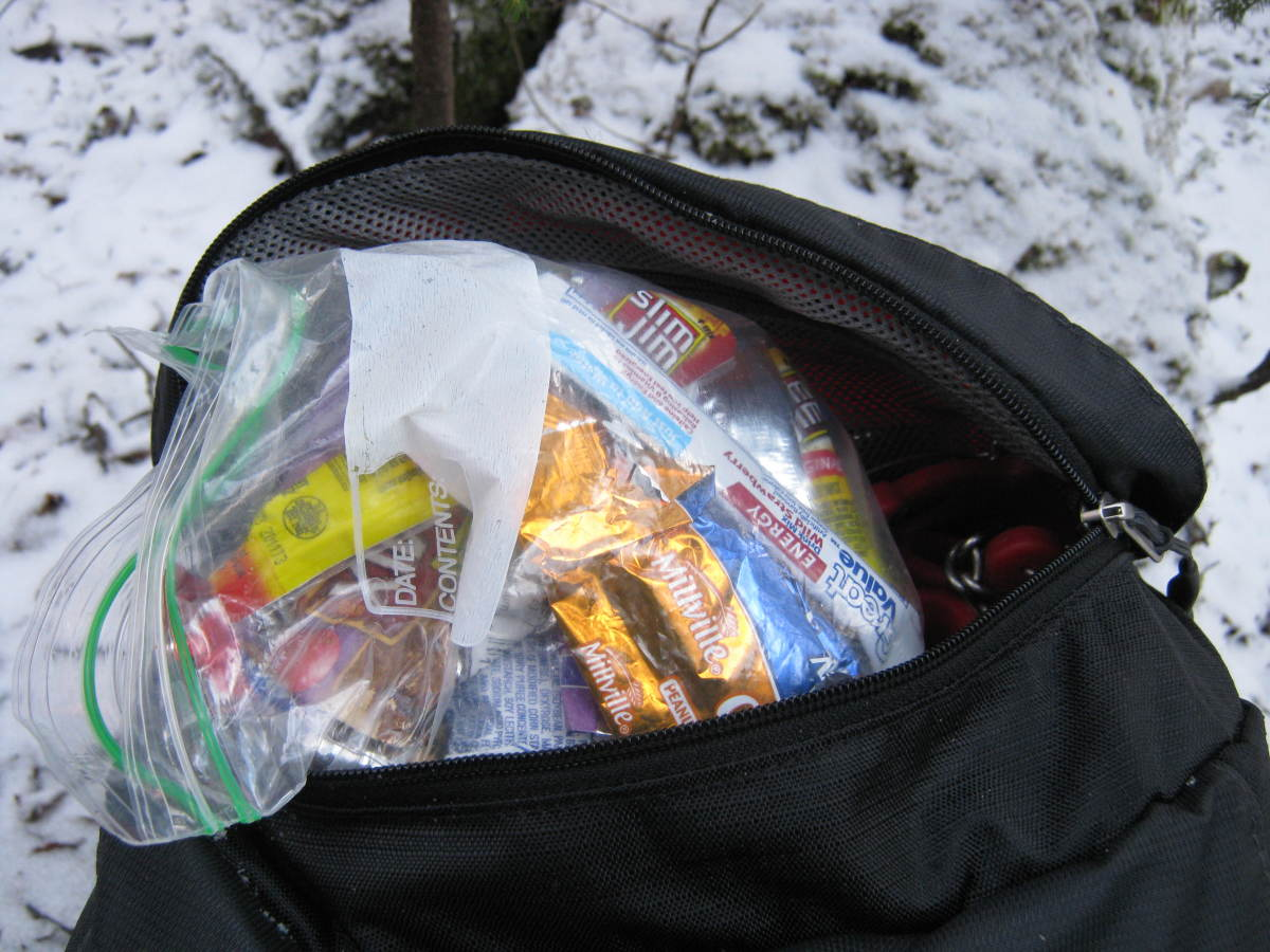 The spacious lid compartment is fantastic for storing on the go essentials like snacks.