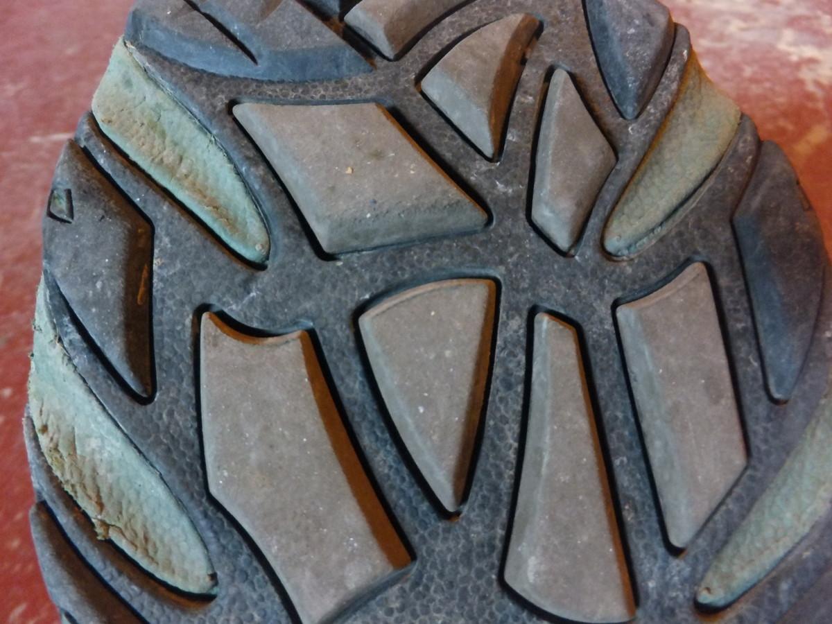 Aggressive lug patterns help you from sliding off slick rocks.