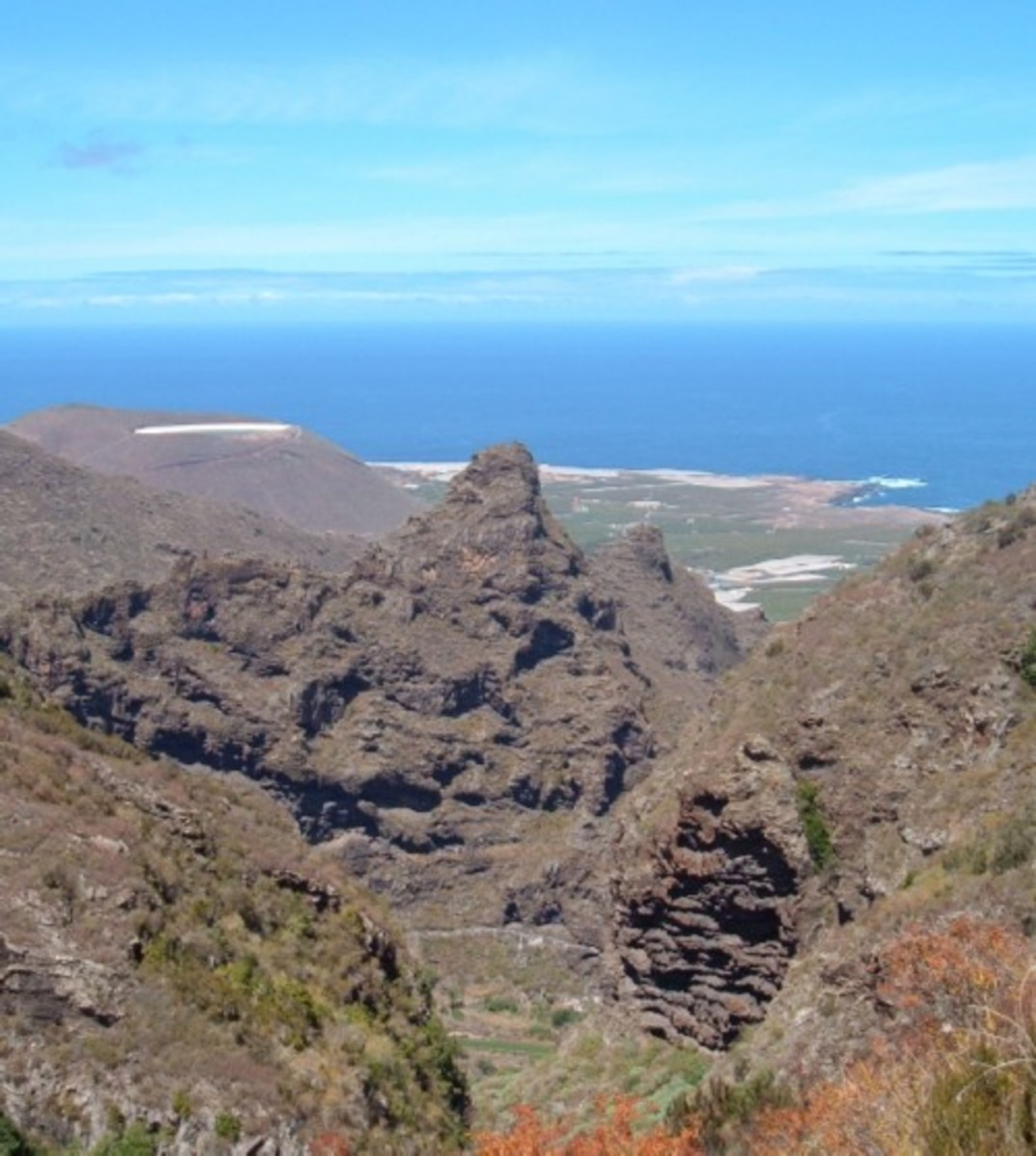 View down to Los Silos from Cuevas Negras. Photo by Steve Andrews