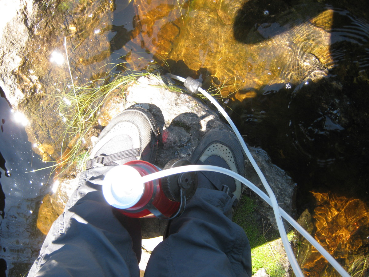 Pumping water with the Katadyn Hiker.