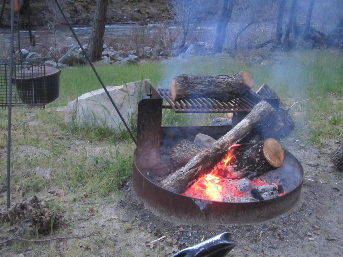 great-tent-camping-sites-outside-of-yosemite-national-park