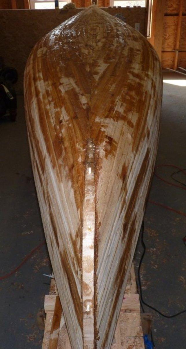 building-a-cedar-strip-canoe-the-details-sanding-and-fiberglassing