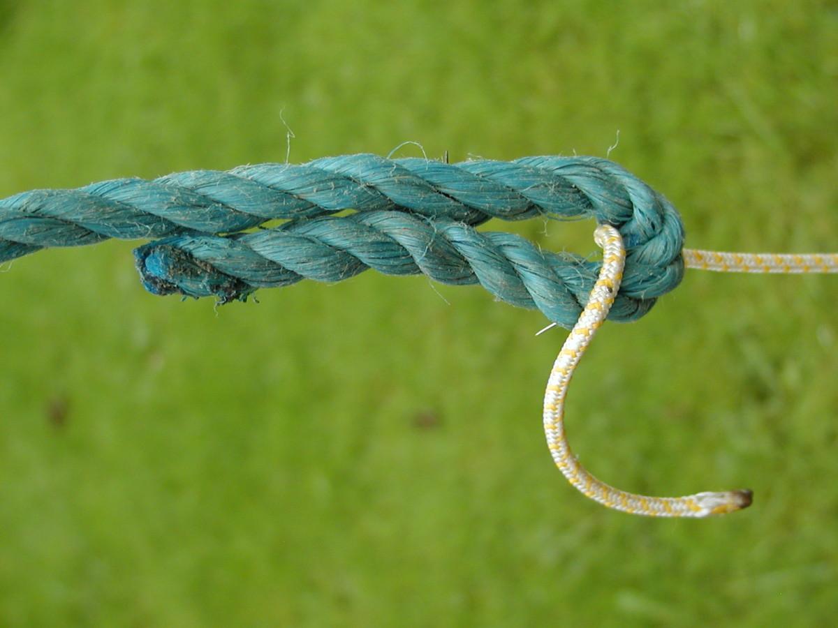 Thread the smaller diameter cord through as shown