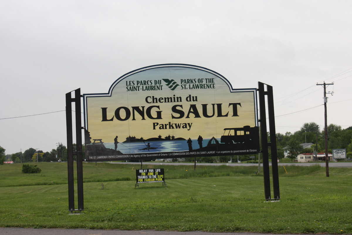 Main entrance into the Long Sault Parkway from Ingleside, Ontario.