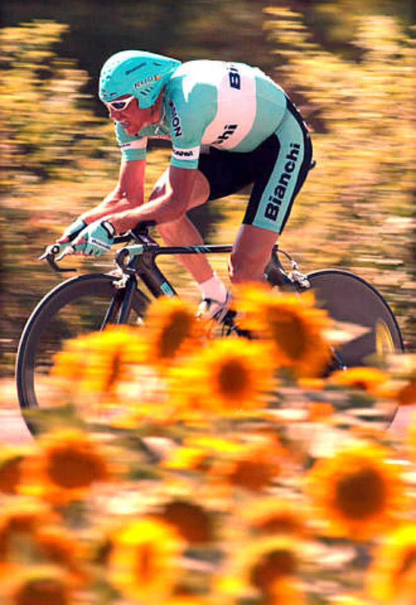 Jan Ullrich riding to second place in the 2003 Tour De France for Team Bianchi