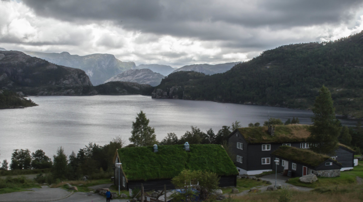 The lovely setting of Preikestolen Fjellstue at the start of the Pulpit Rock hike