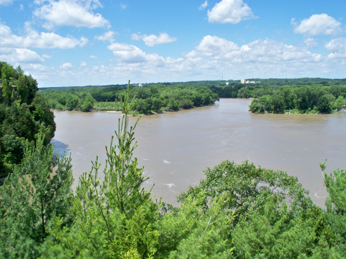 View of the Illinois River from the Eagle Cliff Overlook (looking east towards Chicago) @ Starved Rock State Park