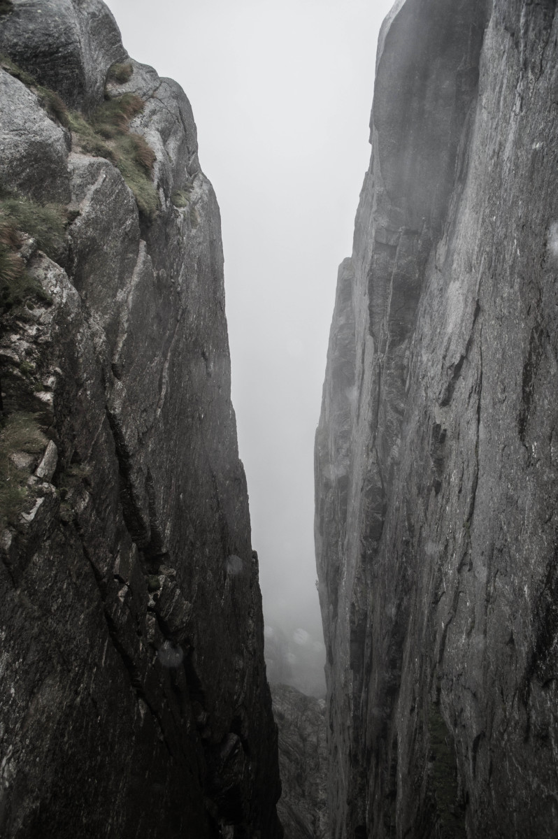Looking down into the abyss from 1km above the Lysefjorden