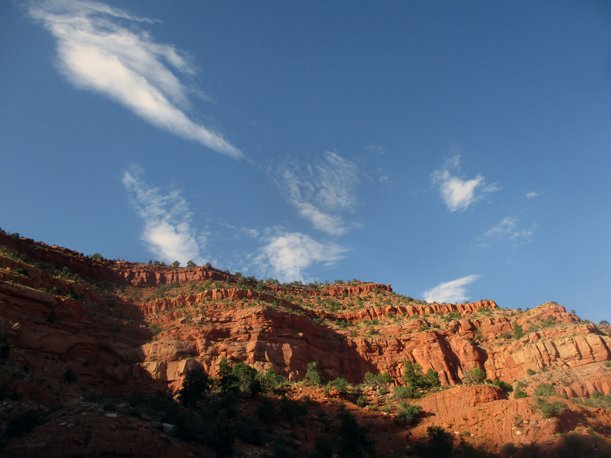 The K-trail has good views of some high red rock cliffs, photo by author