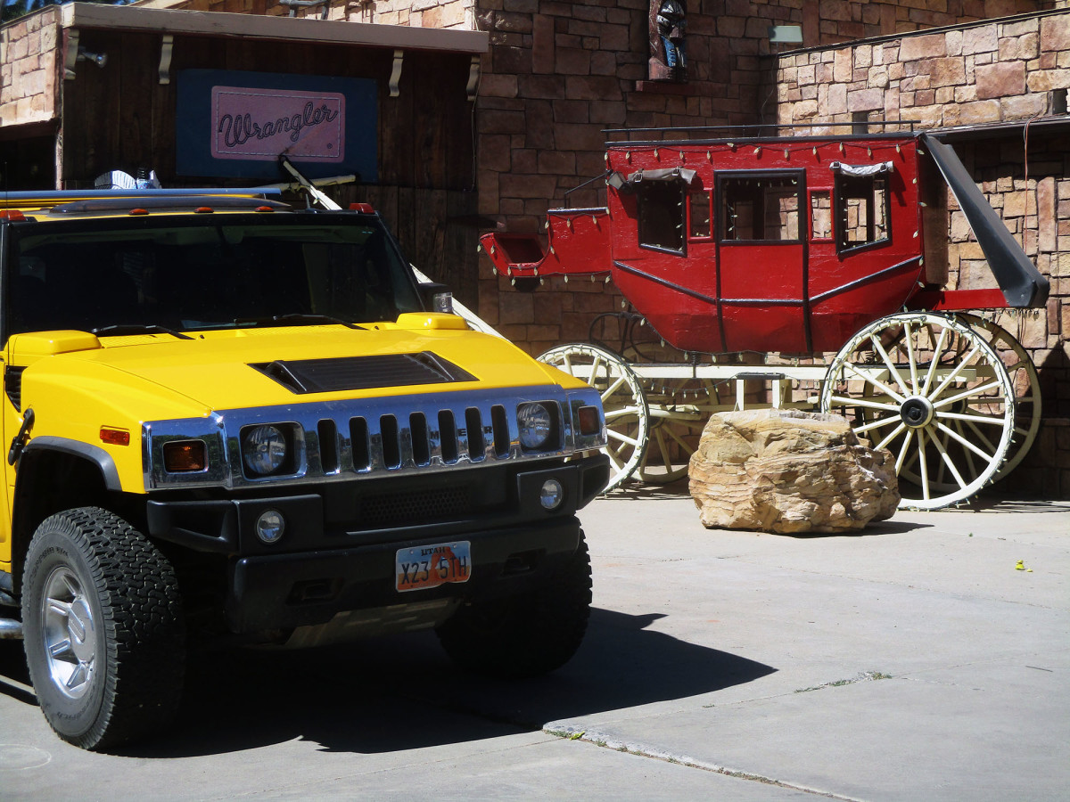 Vehicles from both the 21st and 19th century can be found in Kanab, photo by author
