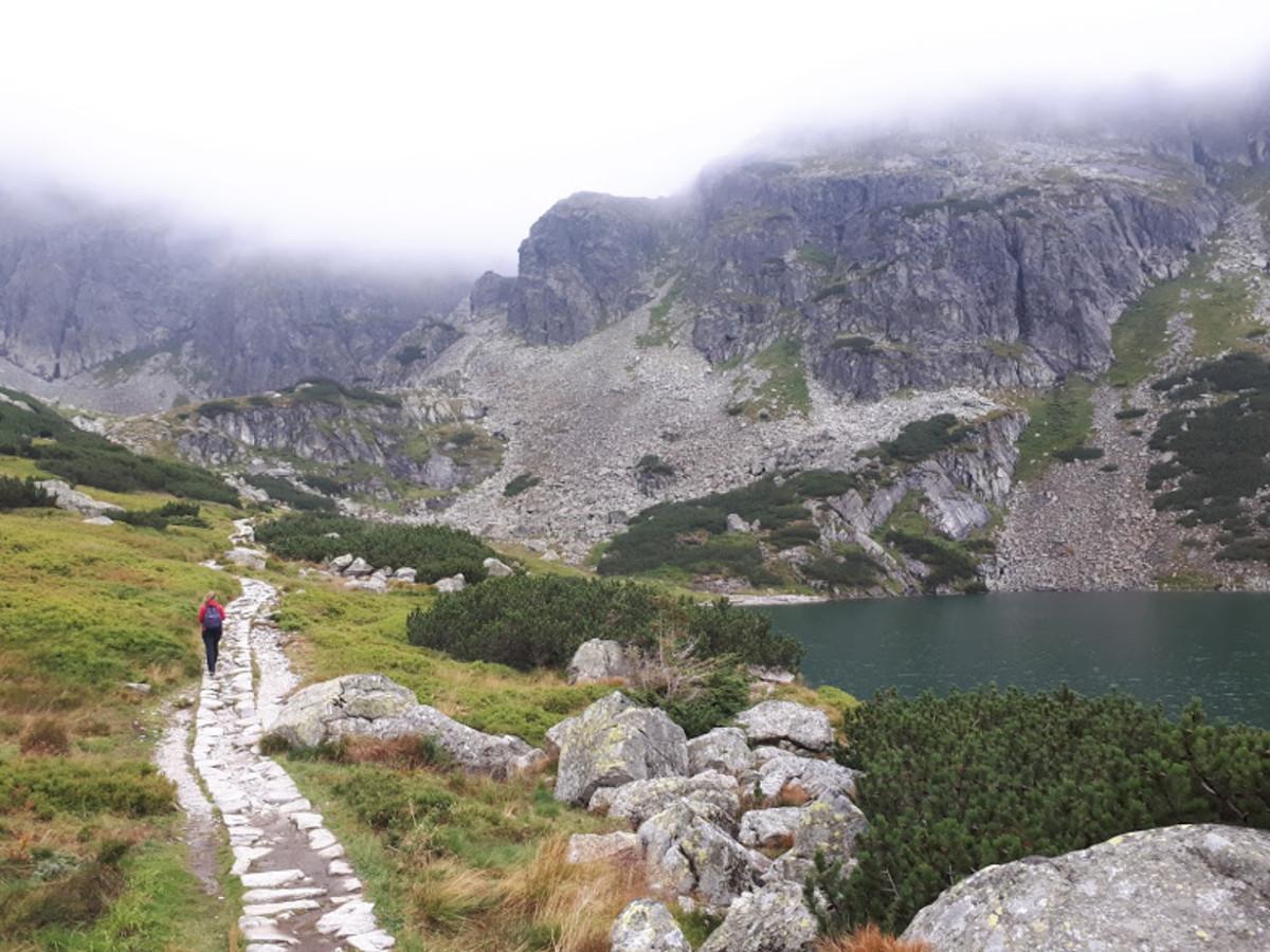 Czarny Staw Gasienicowy and our trail. Easy-peasy so far.