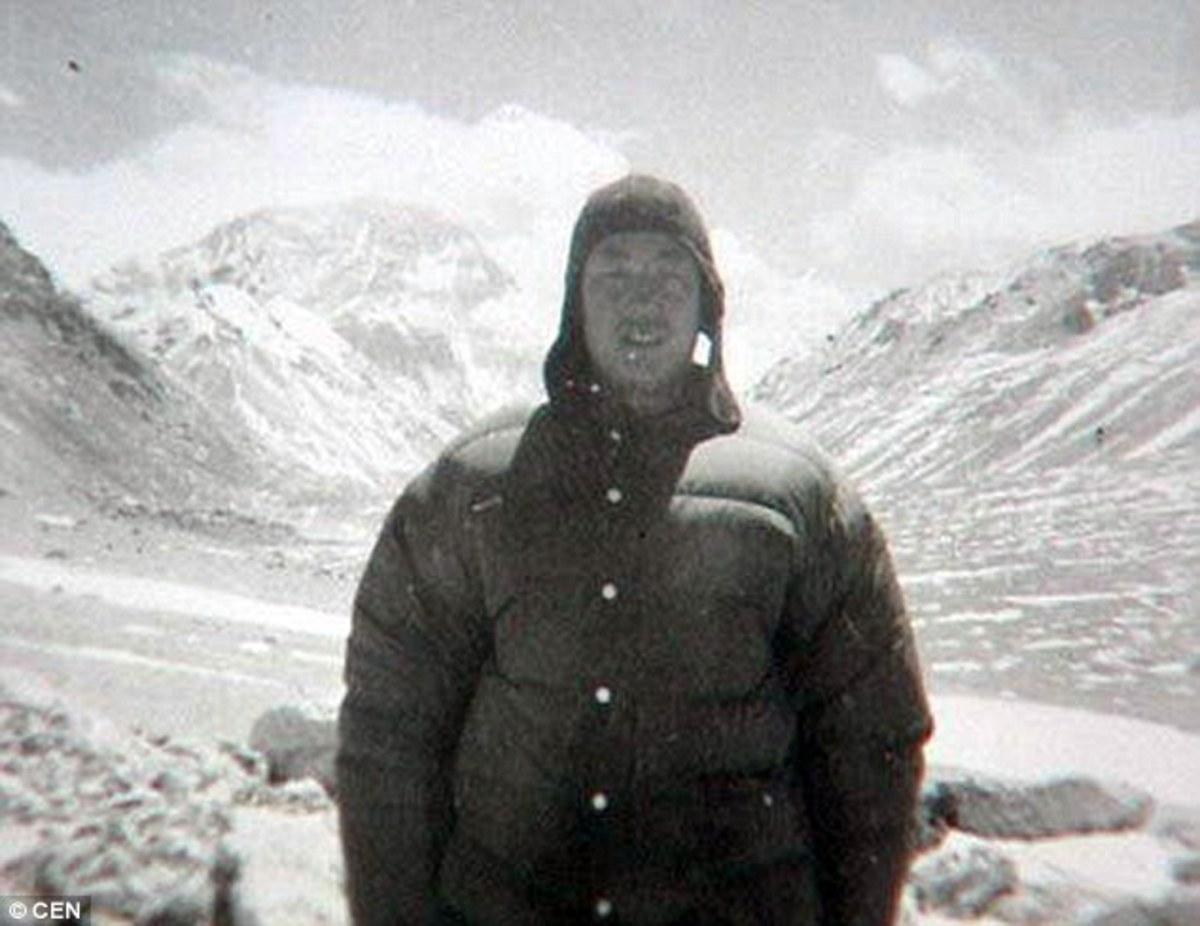 Xia Boyu as a young man learning mountain climbing