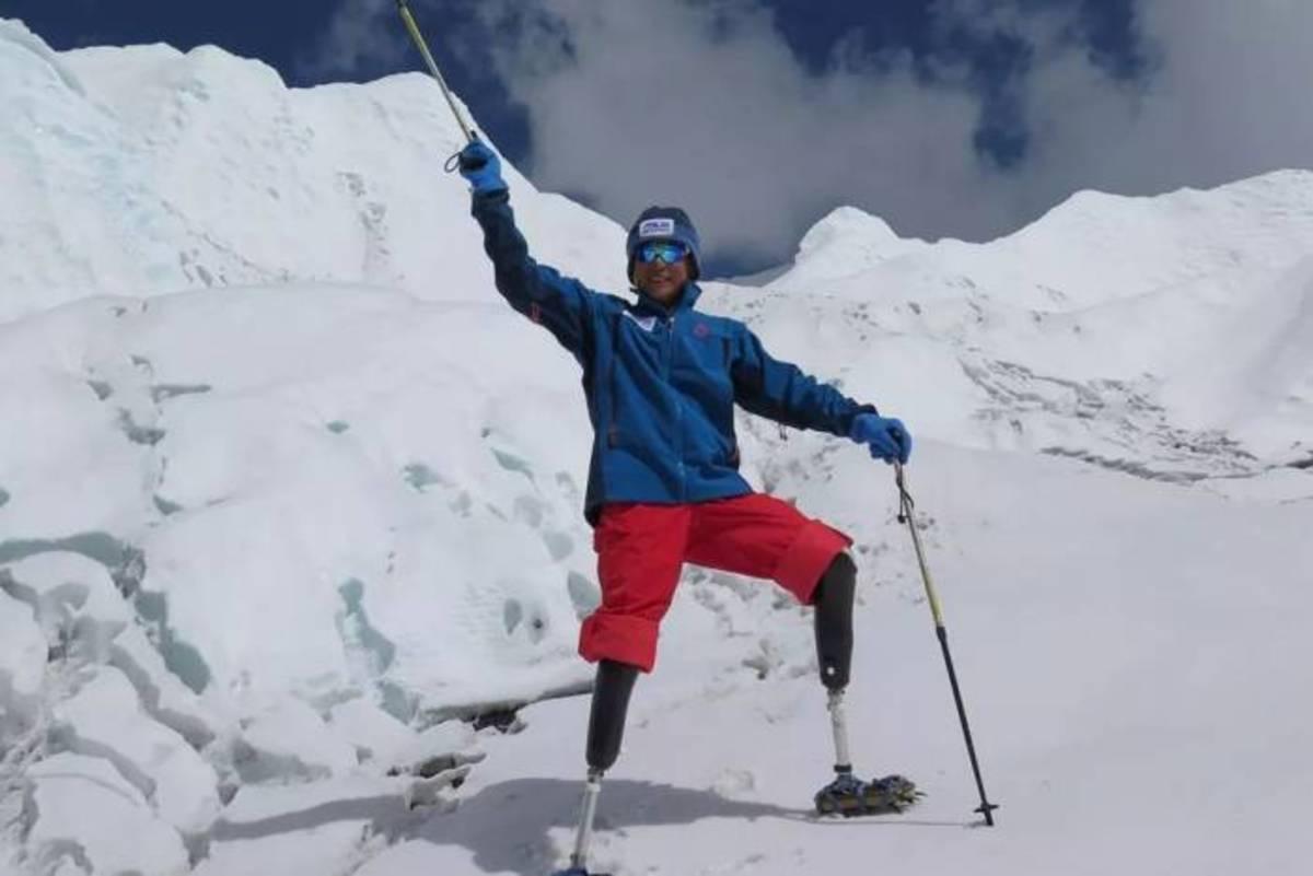 Xia Boyu on top of Mount Everest