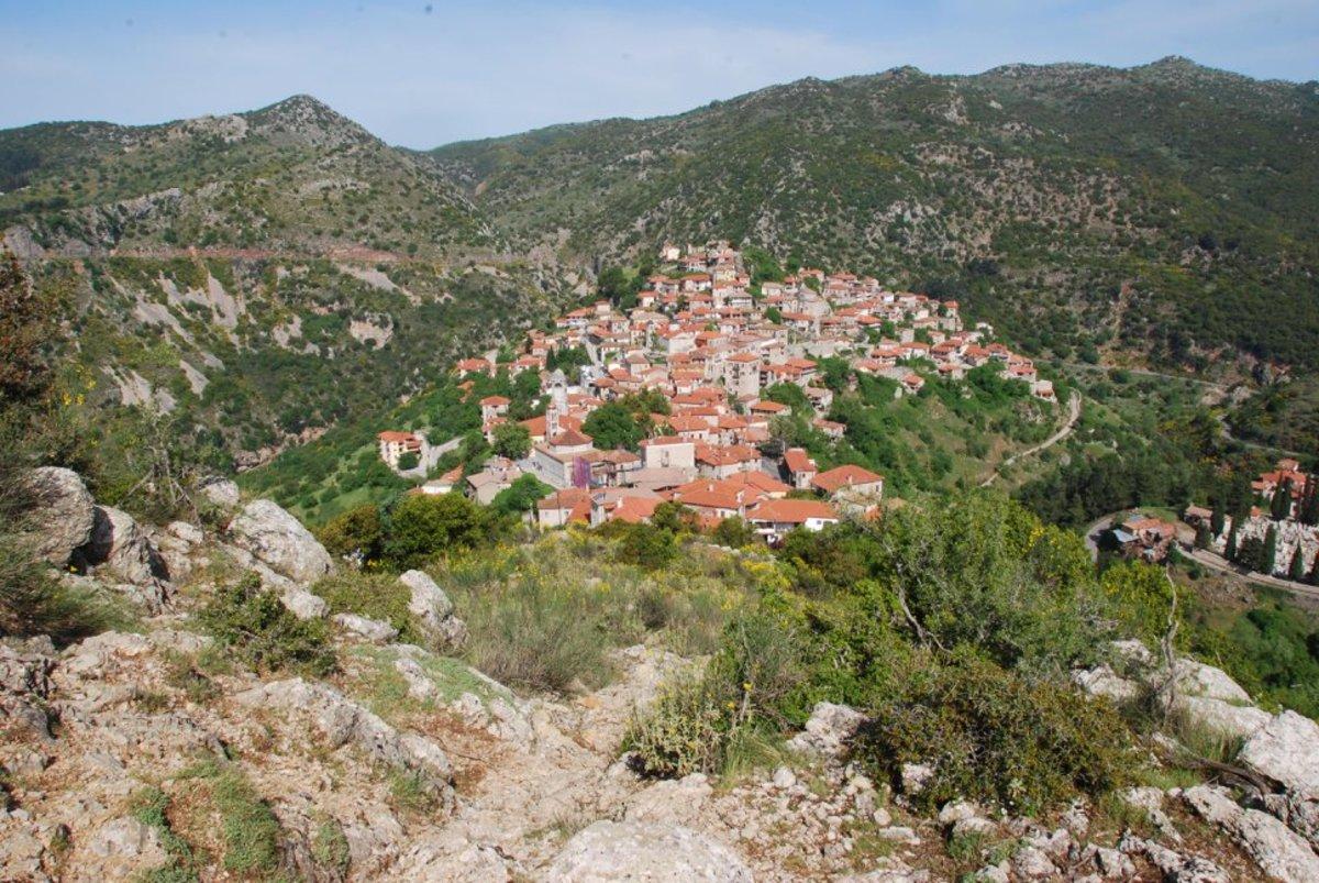 View of Dimitsana on the way to Zygovisti...