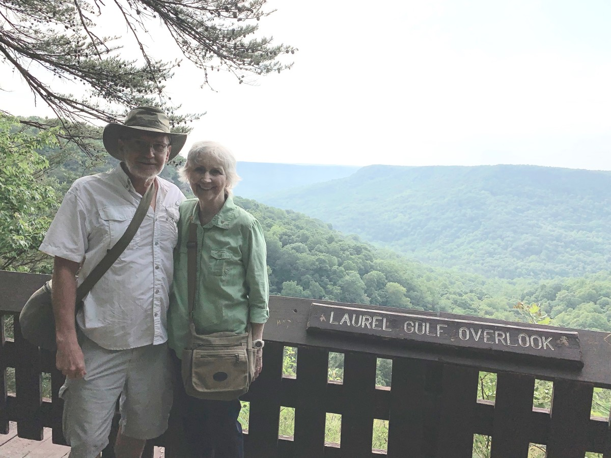 through-the-woods-to-amazing-views-of-stone-door-tennessee