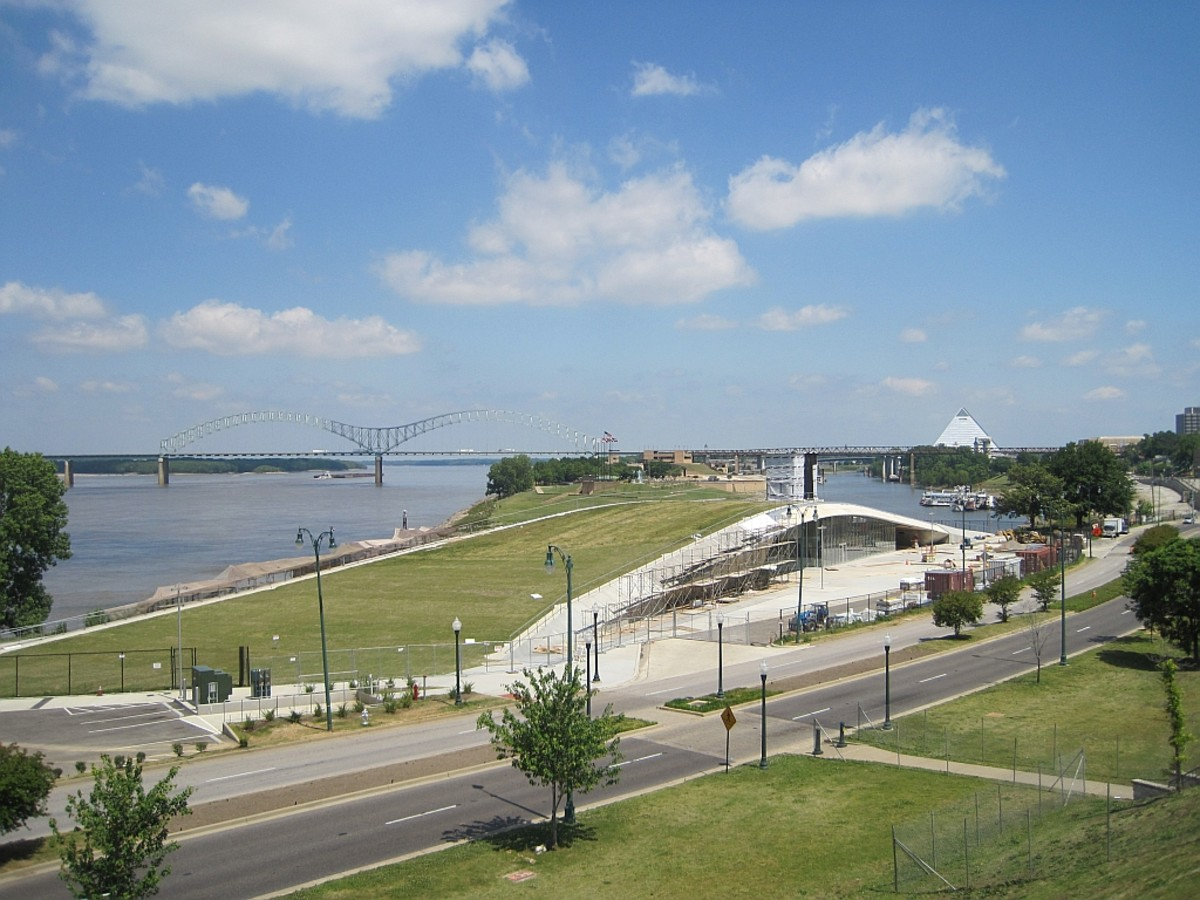 Beale Street Landing and the River Bluff Walkway