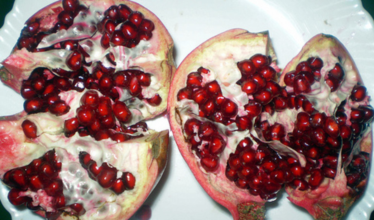 You can enjoy the health benefits of pomegranate fruits either from eating fresh pomegranate  fruits, drinking fresh pomegranate juice or taking the pomegrante capsule