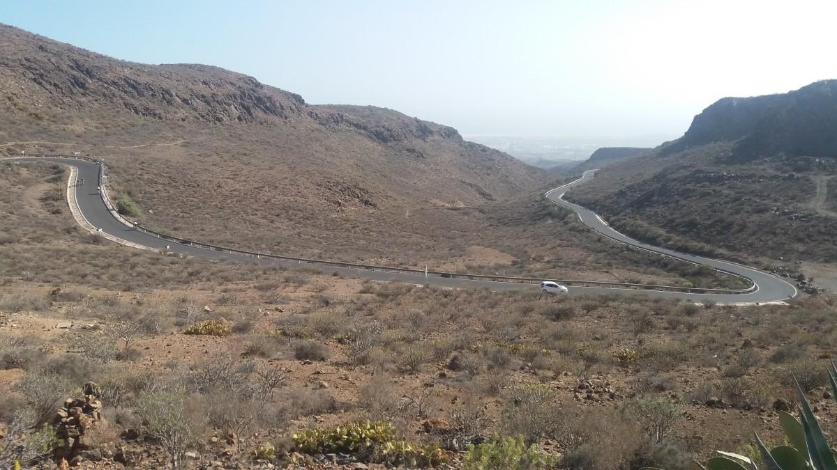 Looking down towards Maspalomas from the Degollada de Las Yeguas