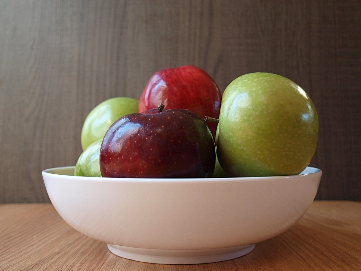 Green apples are healthier than red apples because they contain a broader range of nutrients.