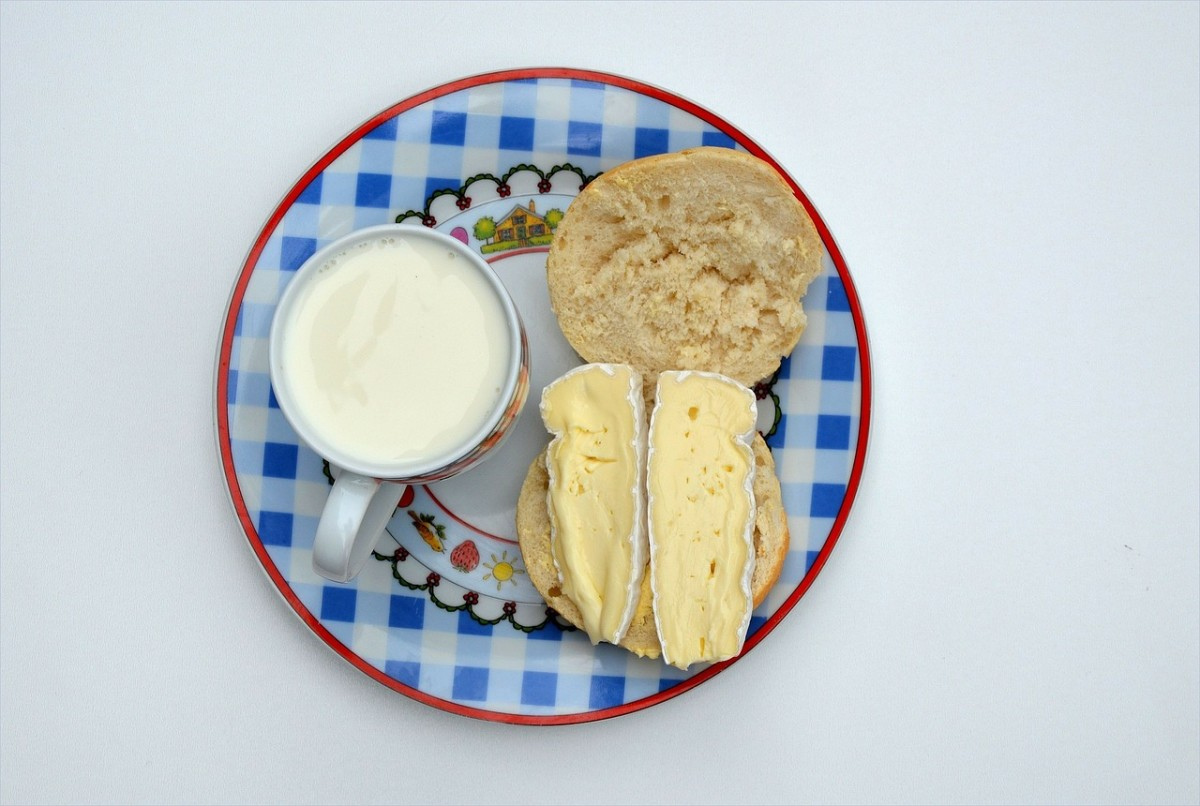 If you are bloated, avoid eating dairy products and processed bread.