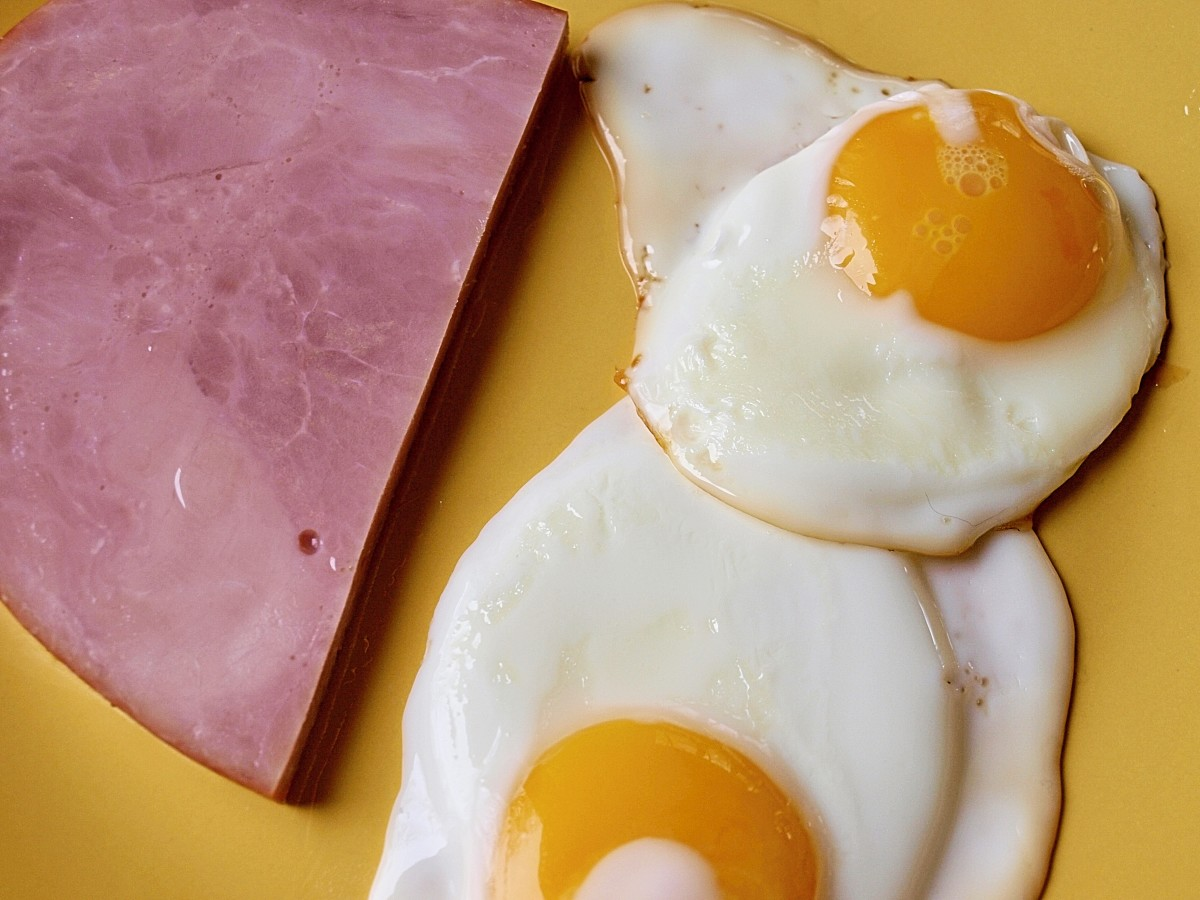 Dr. Moseley's breakfast on fasting days: ham and eggs.