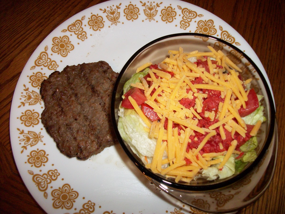Hamburger patty with no roll and a salad with dressing on the side can be a low calorie lunch.