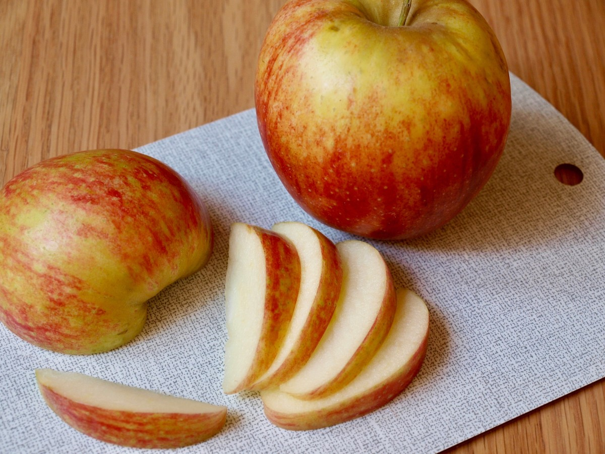Apples contain vitamins that can help prevent skin-cell damage and aging.