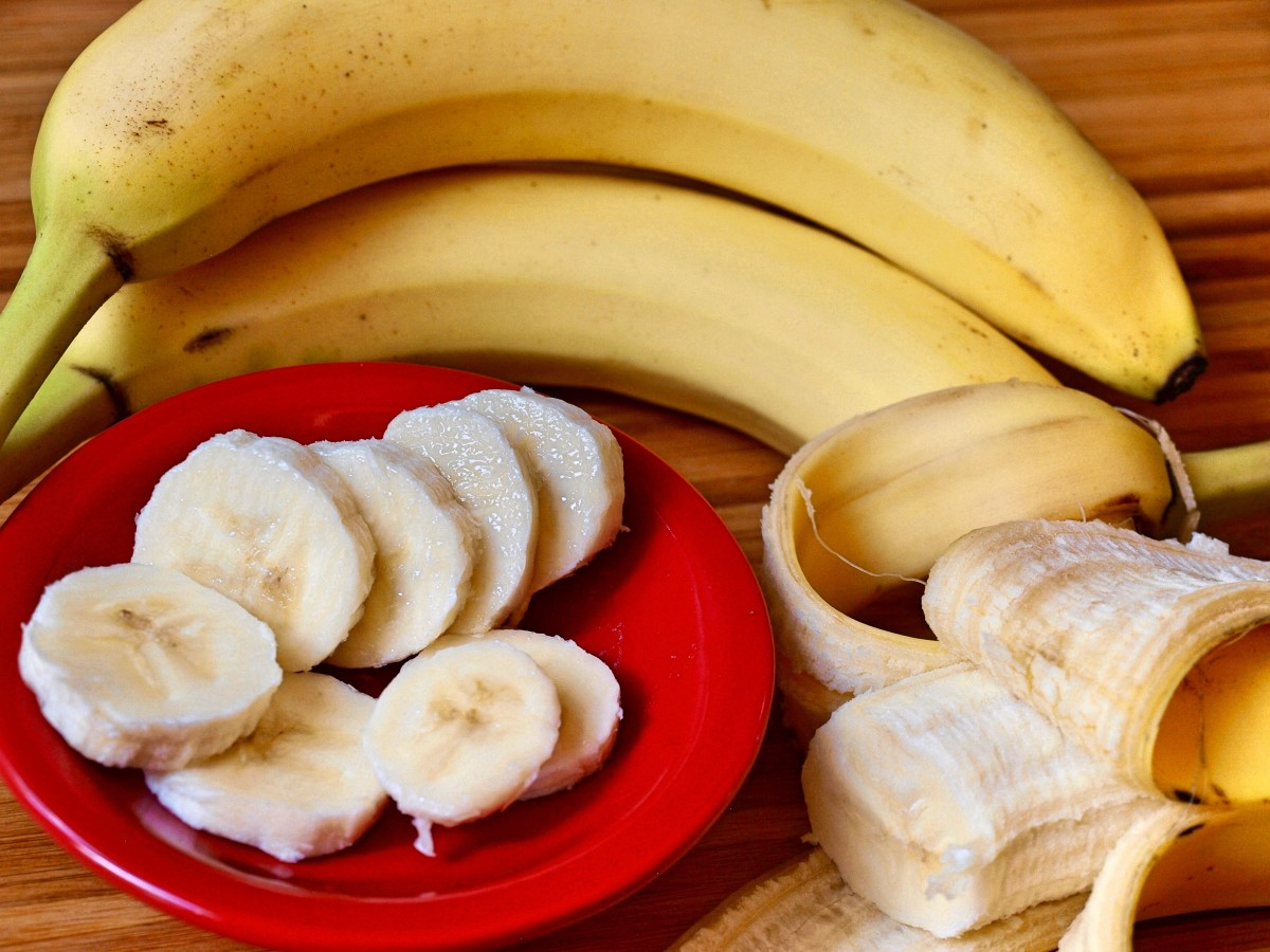 Bananas are full of antioxidants and vitamins that help prevent free-radical damage.
