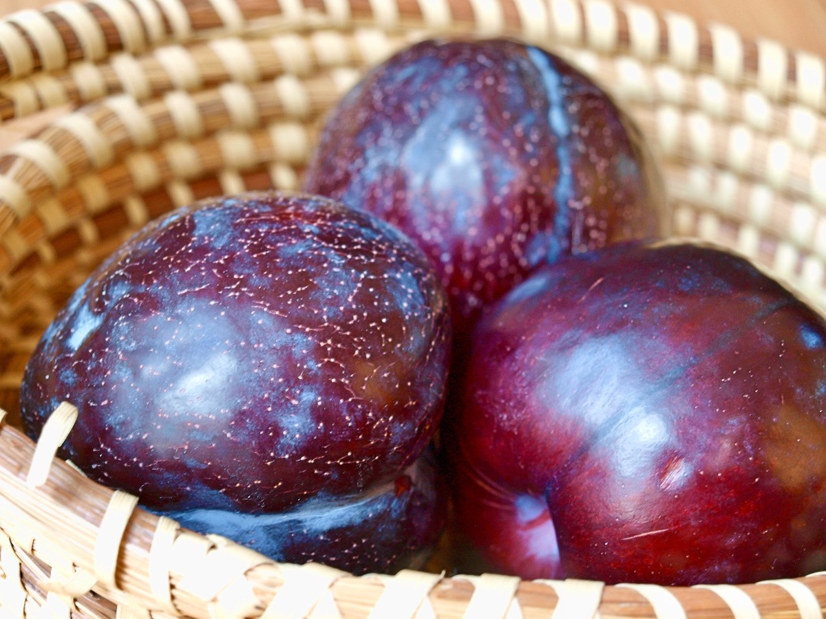 The fiber in plums help regulate healthy bowel movements, which releases toxins from the body and clearing skin.