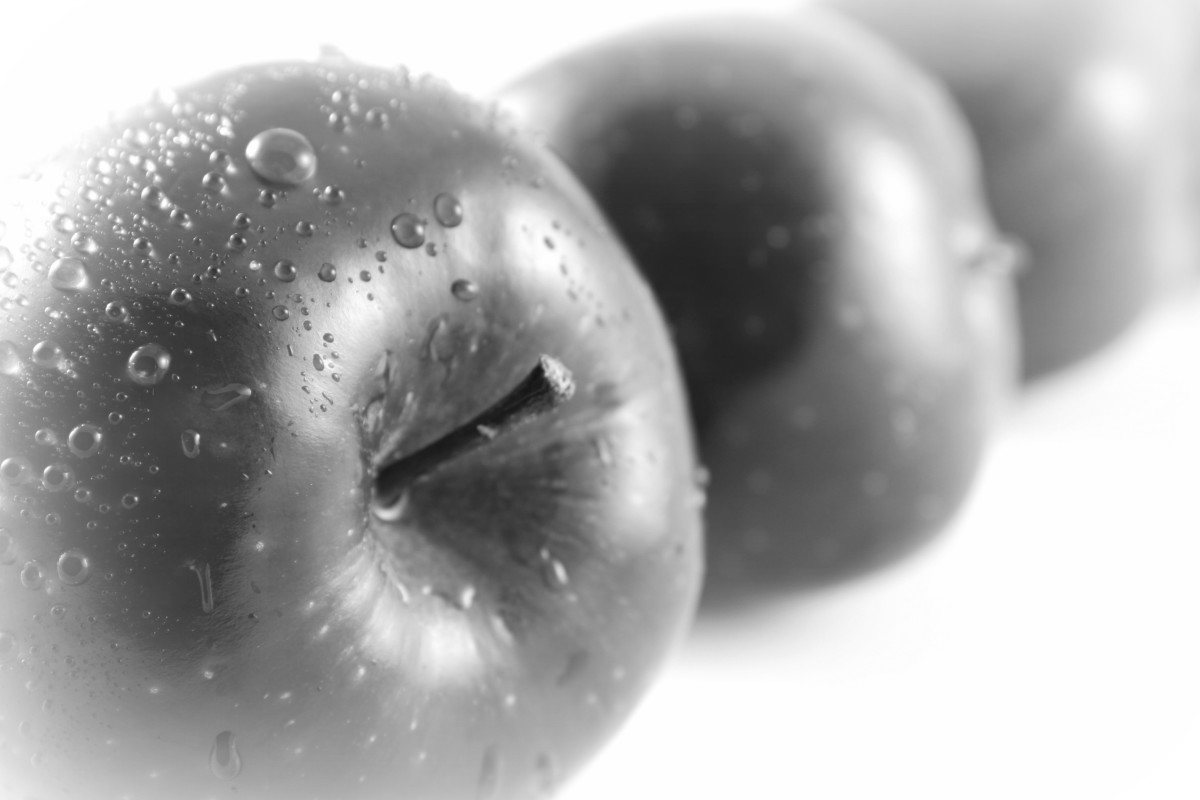 Dreaming in black and white? Apples can not only enhance brain function as we age, but can also boost up creativity.