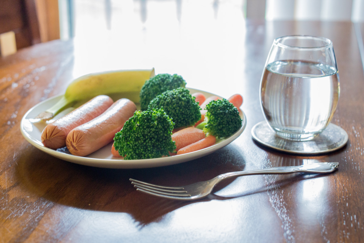 Dinner: Hot dogs with broccoli and banana.