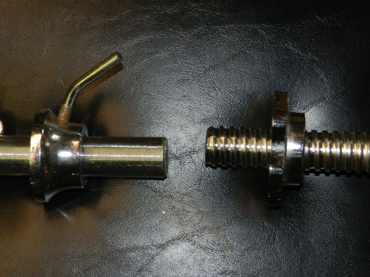 Standard collar (left) vs threaded spinlock collar (right)