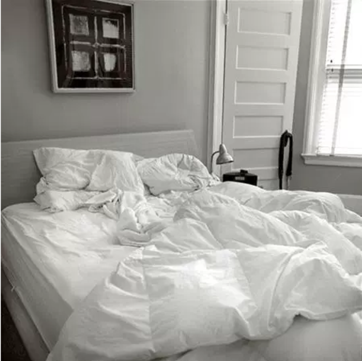 Leaving an unmade bed may be costing you good calorie burning habits.