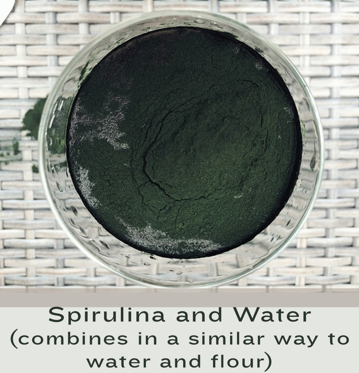 Spirulina Powder in Water