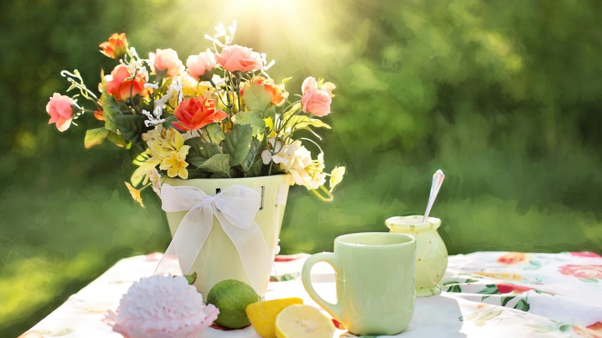 Rose tea helps reduce period pain.