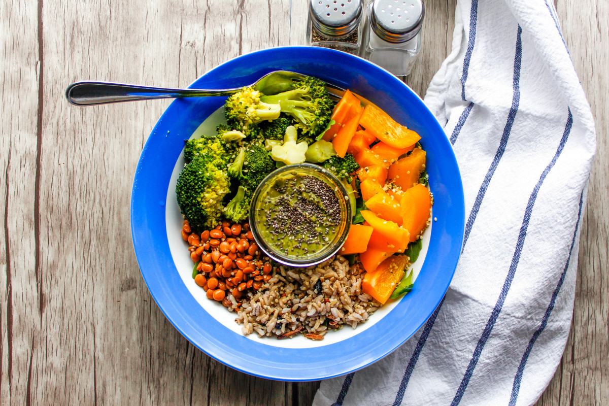 A vegetarian meal can be a bowl of salad with grains and beans.