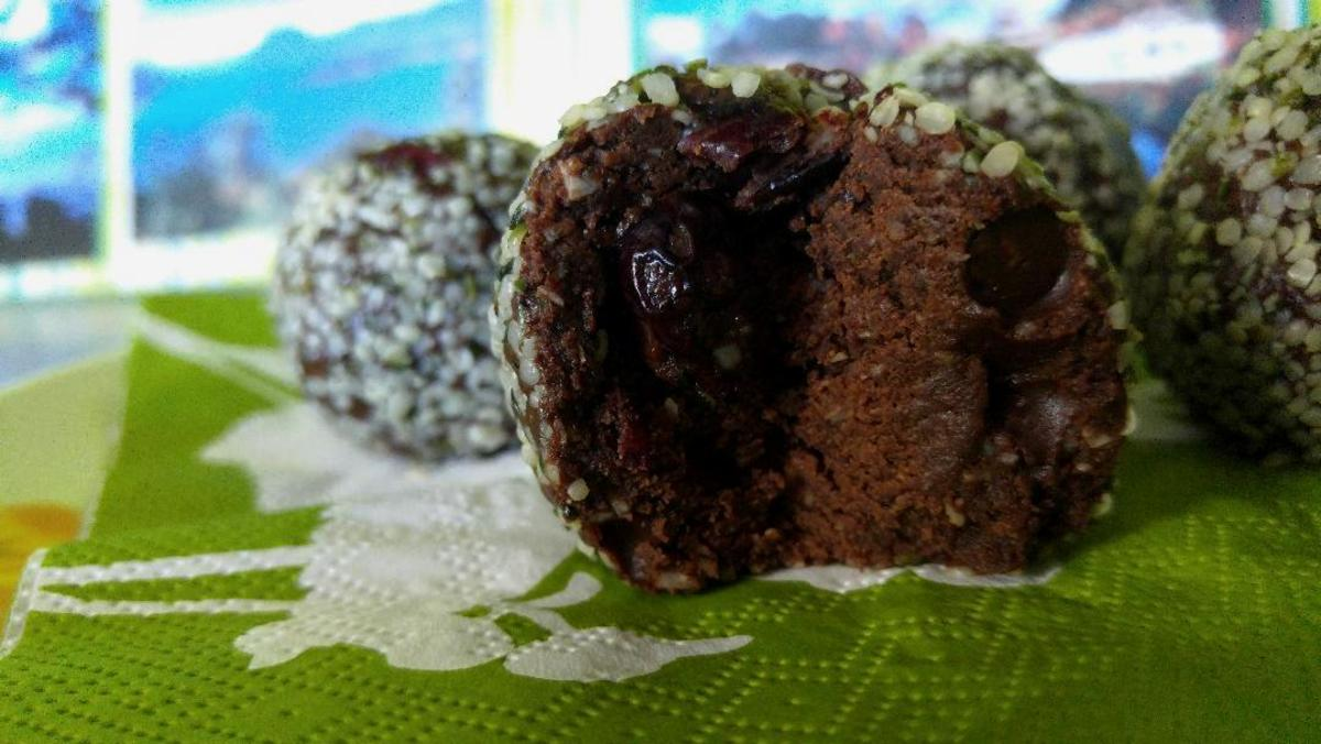 Luscious Fudgy Hemp Seed Max-Energy Balls