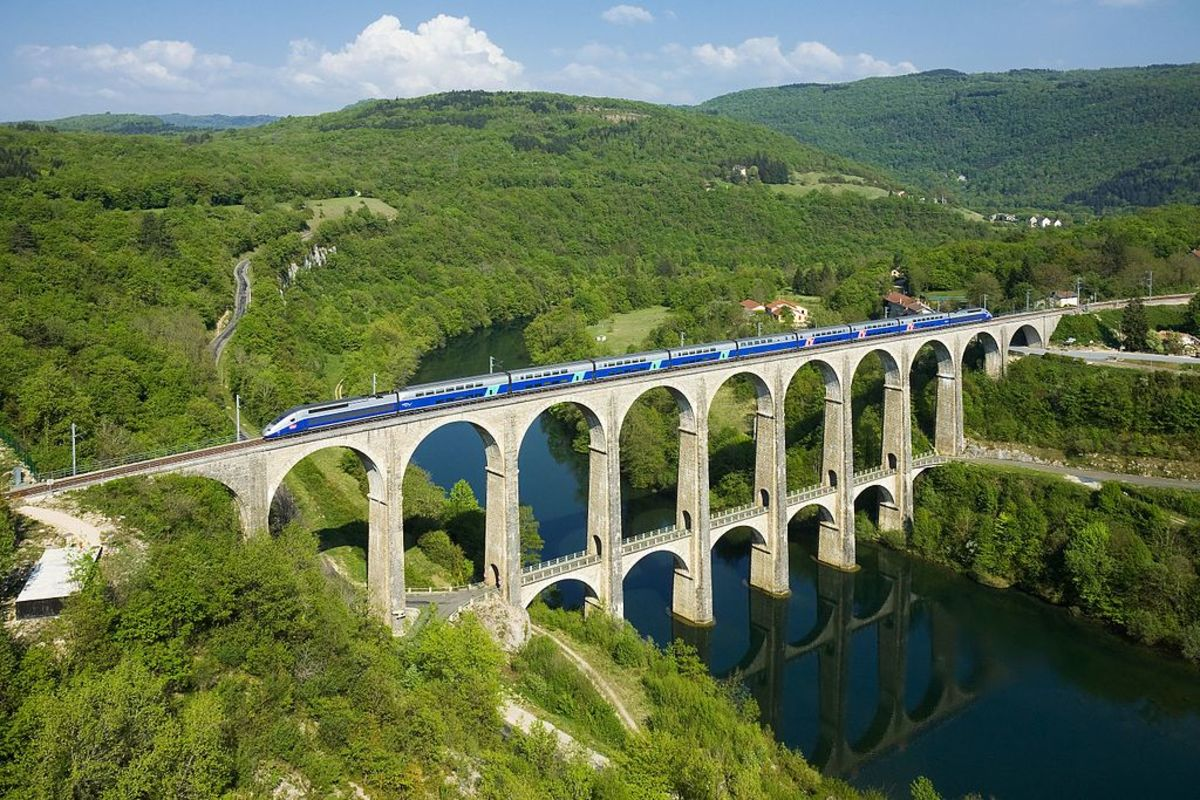 The Bolozon viaduct over the Ain river.