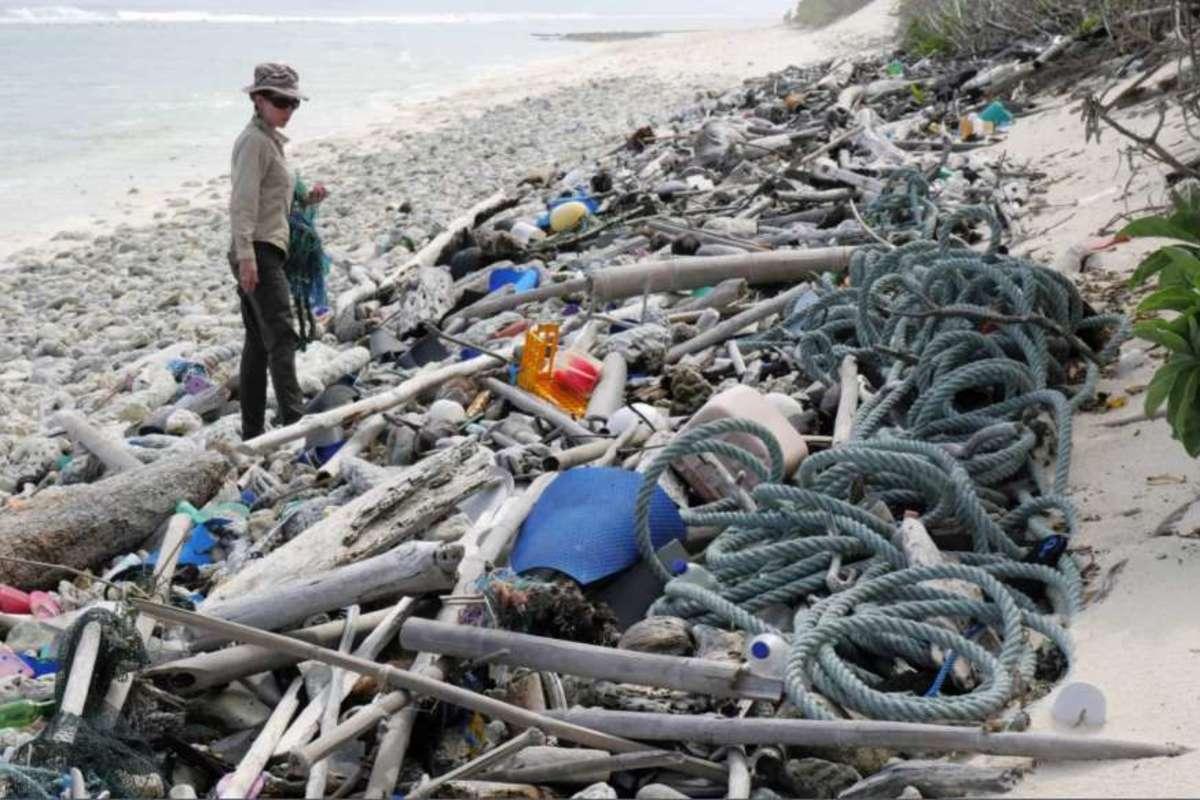Plastic debris on Cocos Islands