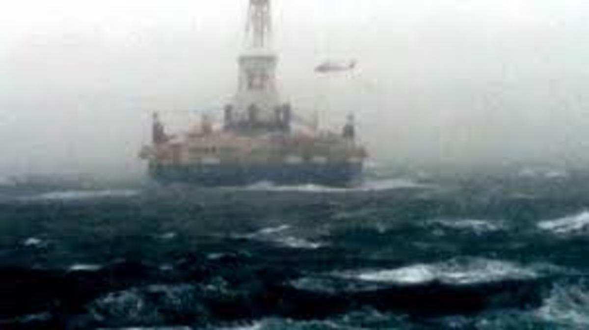 US Coast Guard helicopter rescuing Shell Oil personnel from the Arctic drilling rig Kulluk.  Image courtesy youtube.