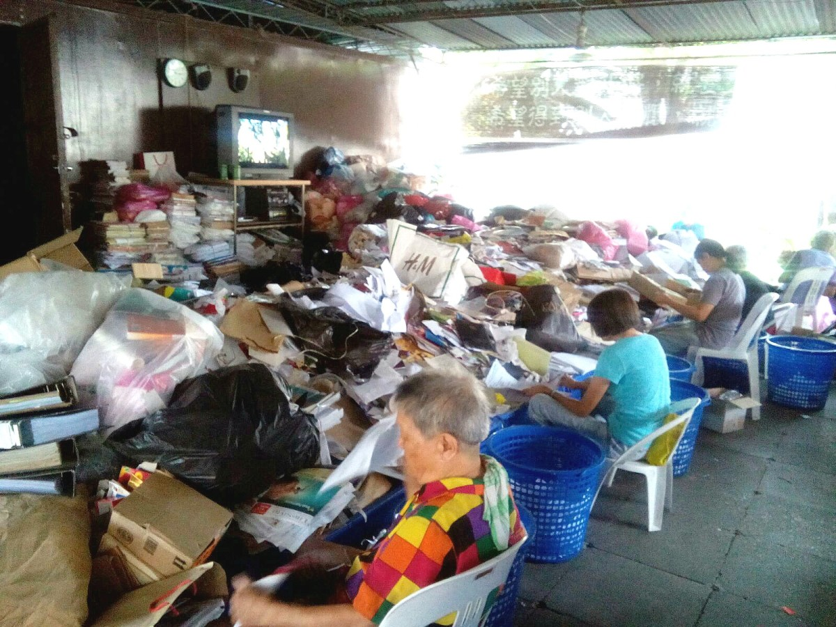 Recycling Programs the Tzu Chi Way   Soapboxie
