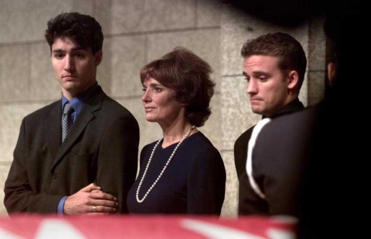 Justin, Margaret and Sacha at Pierre Trudeau's state funeral held at Notre-Dame Basilica in Montreal (Oct 3, 2000).